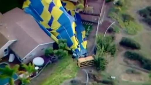 14 yolcu bulunan balon hızla yere çarptı.