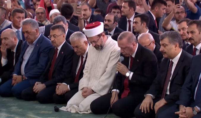 Erdoğan, şehitlerimiz için Kur'an-ı Kerim okudu