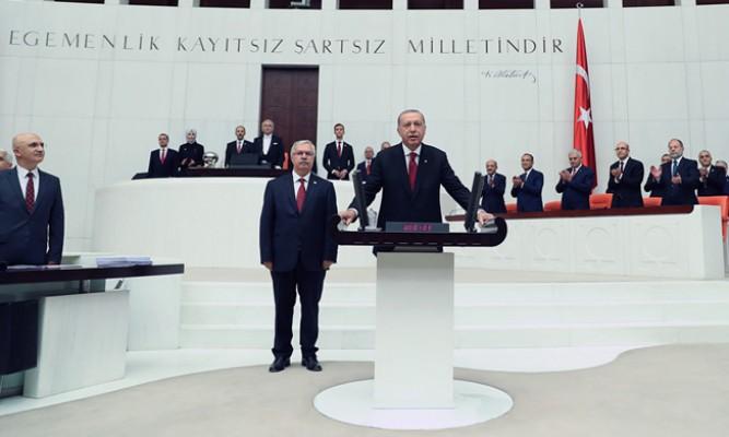Erdoğan, yemin ederek göreve başladı