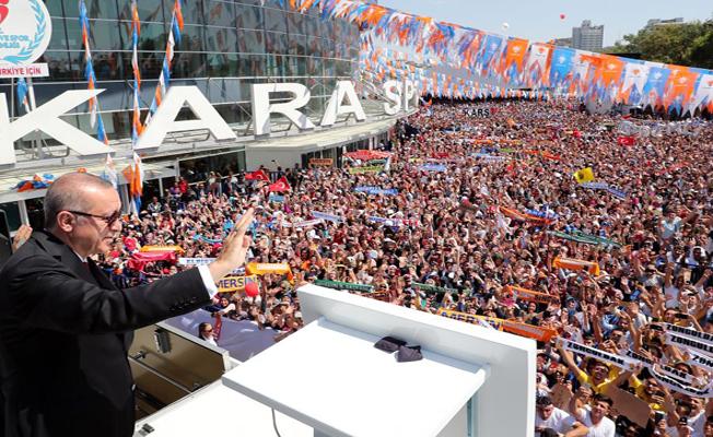 Cumhurbaşkanı Erdoğan, kendisini bekleyen vatandaşlara hitap etti