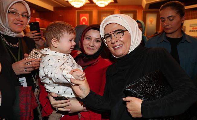 Emine Erdoğan, AK Partili kadınlarla bir araya geldi