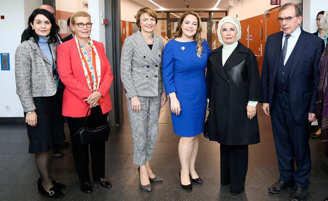 Emine Erdoğan, Berlin Charite Hastanesi'ni ziyaret etti