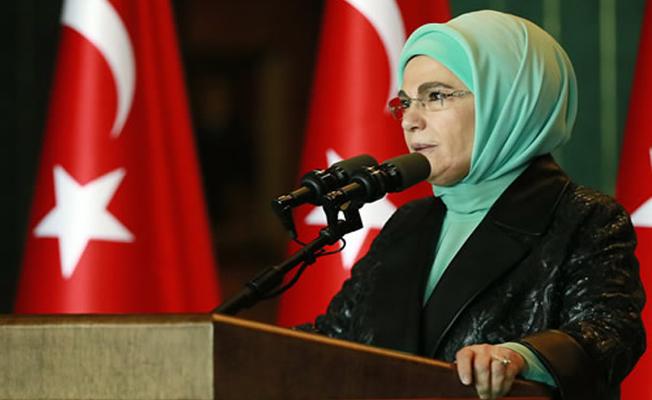 Emine Erdoğan'dan 8 Mart'a özel koruyucu aile çağrısı