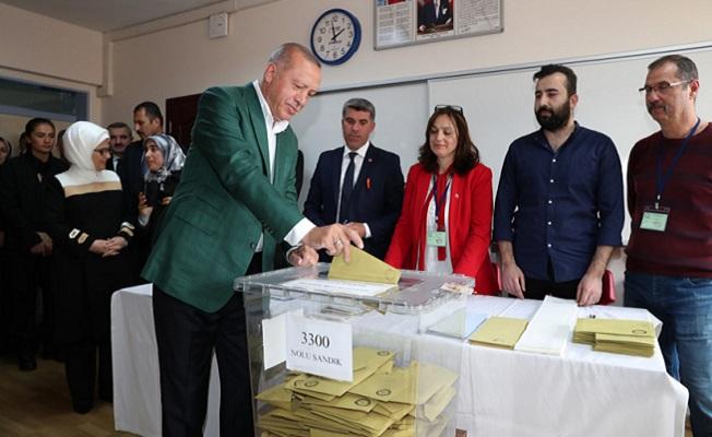 Erdoğan, oyunu Üsküdar Saffet Çebi Ortaokulu'nda kullandı