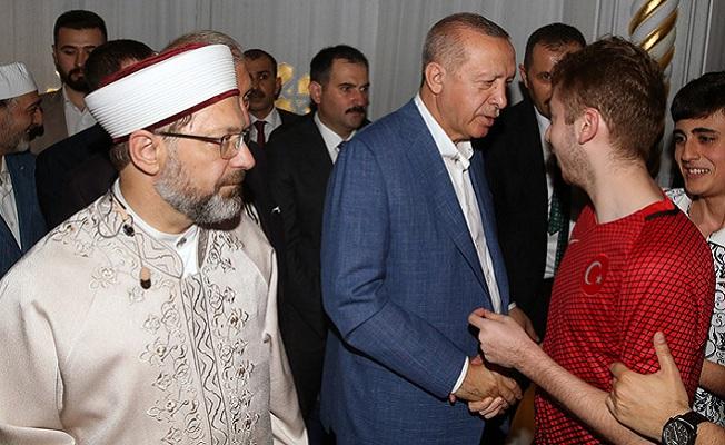 Erdoğan, bayram namazını Büyük Çamlıca Camii'nde kıldı