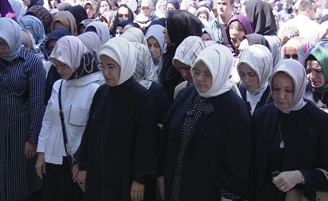 Emine Erdoğan, gazeteci-yazar Şule Yüksel Şenler'in cenaze törenine katıldı