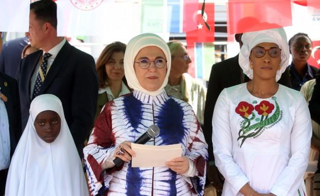 Emine Erdoğan, Gambiya'da cami ve okul açtı