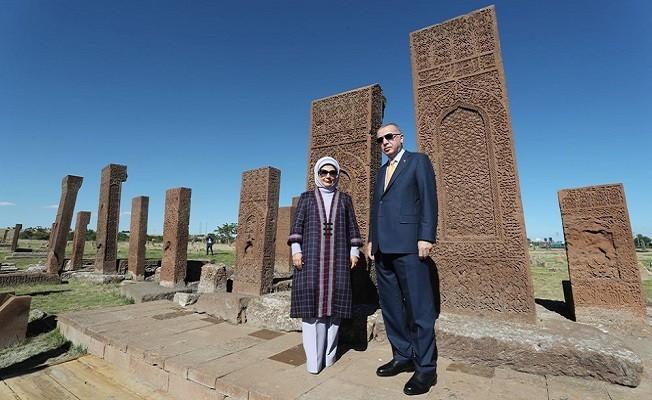 Erdoğan Ahlat'ta Selçuklu mezarlığını ziyaret etti