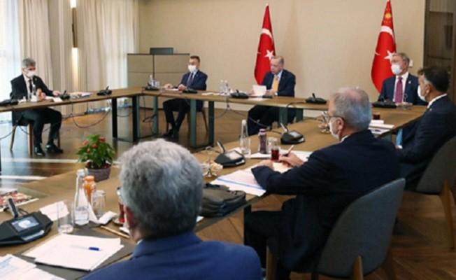 Erdoğan, Bitlis'te bölge valileriyle toplantı yaptı