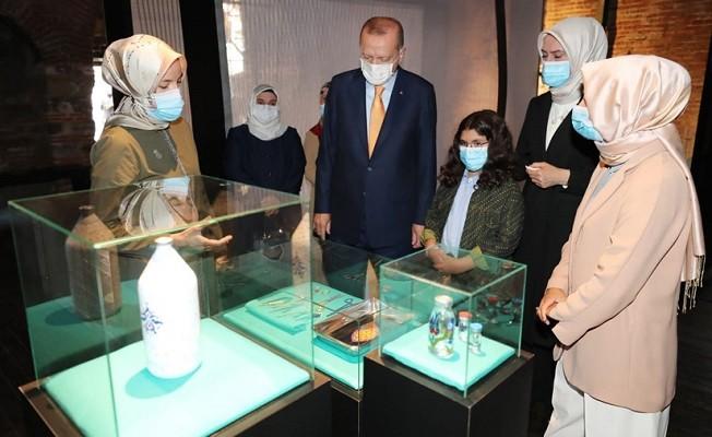 Cumhurbaşkanı Erdoğan 'Böyle Daha Güzelsin' sergisini gezdi