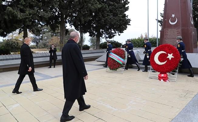 Erdoğan, Haydar Aliyev'in kabri ile Türk ve Azerbaycan şehitliklerini ziyaret etti