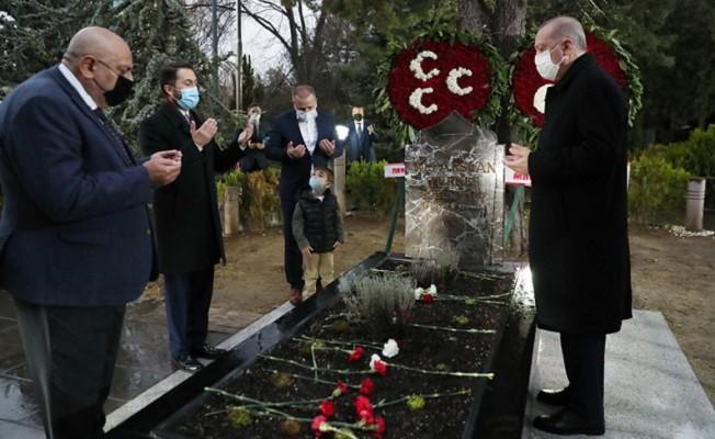 Cumhurbaşkanı Erdoğan, Alparslan Türkeş'in mezarını ziyaret etti