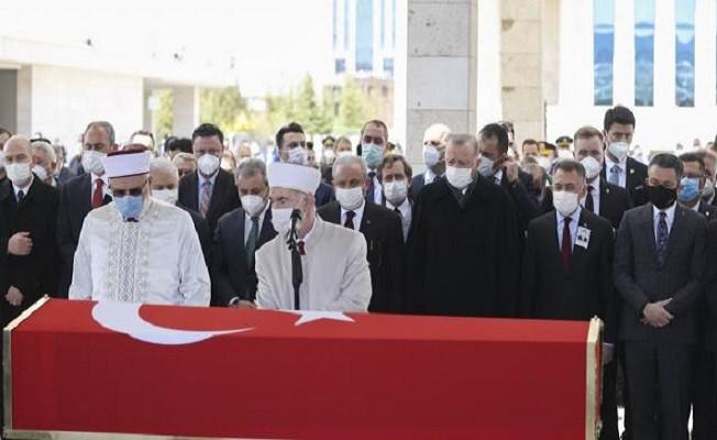 Eski Başbakan Yıldırım Akbulut'a veda!