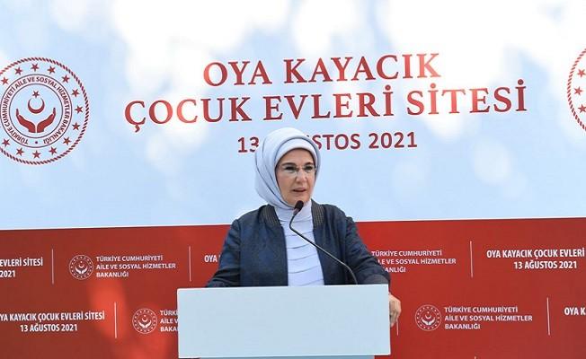 Emine Erdoğan'dan koruyucu ailelere teşekkür