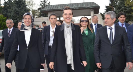 """""""AK Parti iktidarı olarak ilk günden bugüne dek büyüklerimiz başımızın tacıdır"""""""