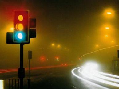 Alkollü sürücü trafik ışıklarına ateş açtı