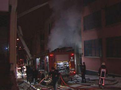 Ankara'da 3 katlı kereste dükkanı yandı