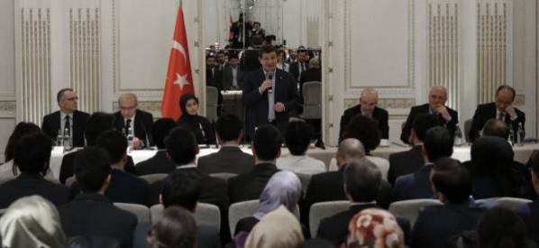 Başbakan Davutoğlu Londra'da, TÜRKEN Vakfı heyetini kabul etti.
