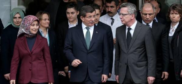 Başbakan Davutoğlu, Sultanahmet'teki saldırıda yaralananları ziyaret etti