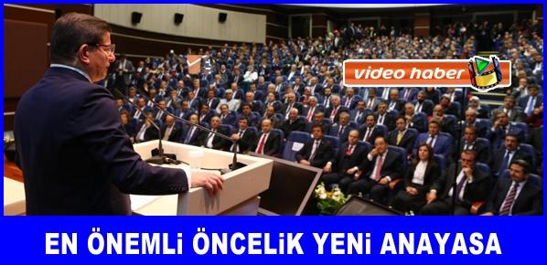 Davutoğlu, En önemli öncelik yeni anayasa