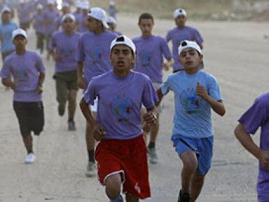 Gazze maratonuna yüzlerce kişi katıldı