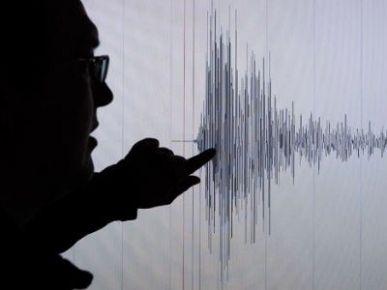İzmir güne depremle uyandı