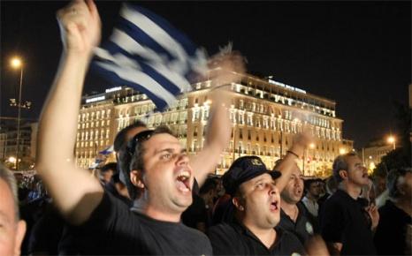 Kavala'da Türk başkonsolosun makam aracına çirkin saldırı