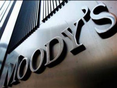 Moody's Yunanistan'ın kredi notunu indirdi