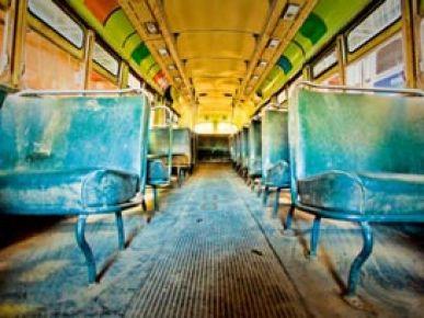 Otobüs uçuruma yuvarlandı: 29 ölü
