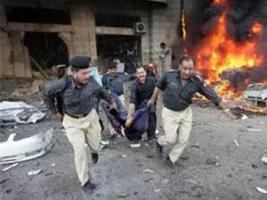 Pakistan'da intihar saldırısı: 5 ağır yaralı