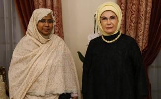 Emine Erdoğan, Sudan Genel Eğitim Bakanı Abdalla ile görüştü