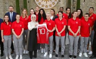 A Milli Kadın Basketbol Takımı'nı Konuk Etti