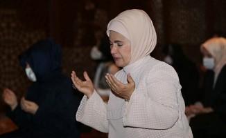 Ayasofya-i Kebir Cami-i Şerifi'nde 86 yıl sonra kılınan namaza kadınlar da katıldı