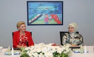 Emine Erdoğan ve Duda'dan PİKTES Ofisi'ne ziyaret