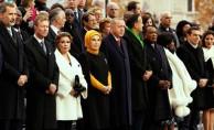 Erdoğan diğer liderlerle birlikte Paris'te Zafer Takı'na yürüdü.