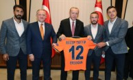 Başakşehir Futbol Kulübü heyetini kabul etti