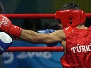 Türk boksörlerden 3 bronz madalya