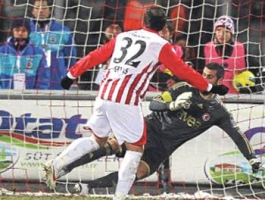 Volkan'a 3 gol hatırası forma